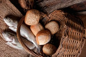 loaves, fish, feed 5000